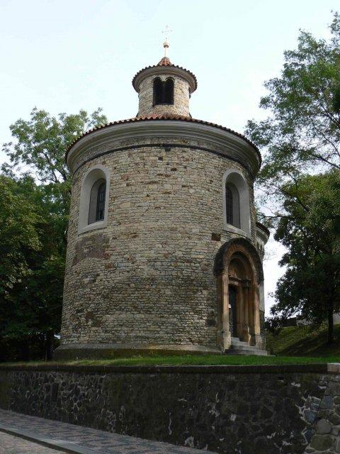 Sraz beremese 12. srpna 2006 - Rotunda sv. Martina, jak jsme se dozvěděli, nejstarší románská církevní stavba u nás