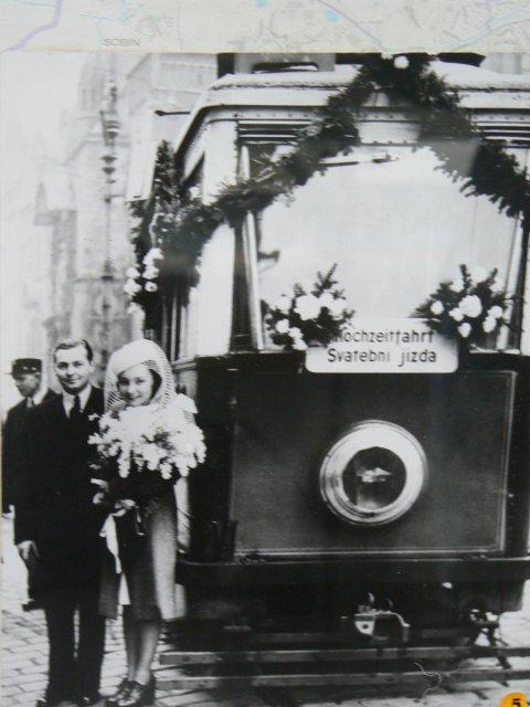 Sraz beremese 12. srpna 2006 - další příhodné foto svatby, tentokrát z tramvajového muzea