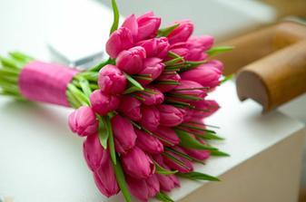 tahle ženichovi a ta to nakonec taky vyhrála, jen bude z červených tulipánů