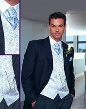 ešte to chce košeľu a modrú vstičku a kravatu