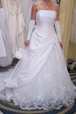 moje šaty na mne, ešte neupravené :-)