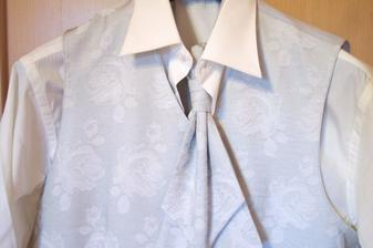 vesta s kravatou a košeľou