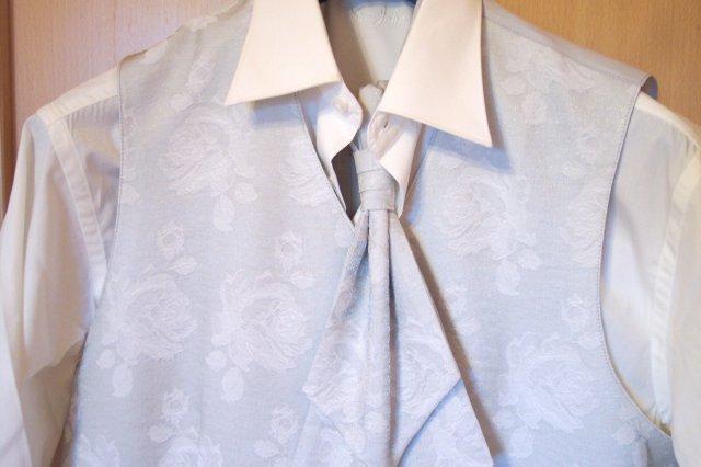 """Deň """"D"""" 25.08.2007 - vesta s kravatou a košeľou"""