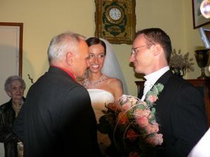 ...rodičovské požehnanie od Jankovho otca...
