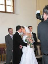 ...a môžme si dať prvú manželskú pusu...