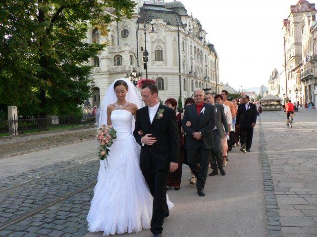 Erika Szarvasyová{{_AND_}}Janko Kováčik - ...a na hostinu ideme pešo...