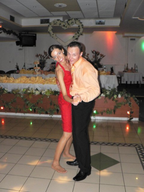 Erika Szarvasyová{{_AND_}}Janko Kováčik - posledný tanec pre novomanželov a pomaly končí hostina :-(