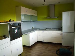 a nová kuchynka....ale ešte treba kopec vecí dokončiť....