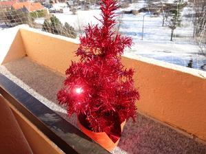 mini stromcek na balkone