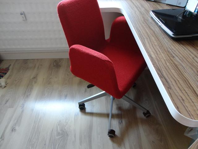 Študentská izba - stolička vymenená..