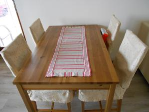Obrus zo zbytku látky a nové návleky na stoličky