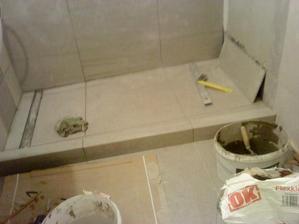 konečne dlažba v sprchovom kúte...
