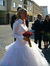 Moje šatičky na jiné nevěstě (kamošky ségra:-)