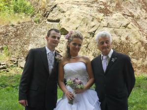 Po obřadu s dědou (vedl mě i k oltáři