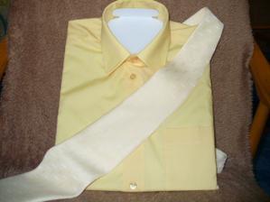 už je i košile a kravata
