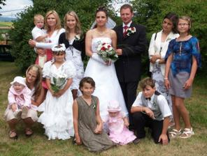 Věřili byste, že na tomhle fotu je šest sester nevěstinných!!?