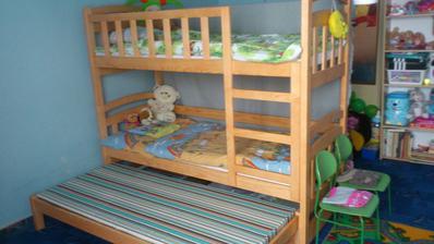 Nové spaní našich dětí ještě s vyšupovací postýlkou pro návštěvy nebo kdyby náhodou....