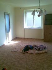Děti testují nový koberec