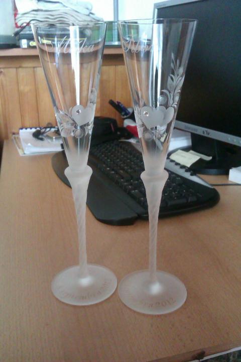 Naše poháre a podbradníčky - osparvedlňujem sa za kvalitu obrázkov ale lepšie sa mi to nedalo odfotiť:-)