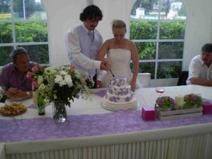 krájení dortu....