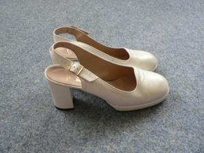 konečně jsou sehnala boty na vyšším podpatku a s kulatou špičkou.....
