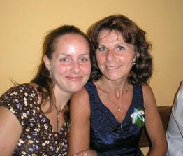 maminka se sestřičkou