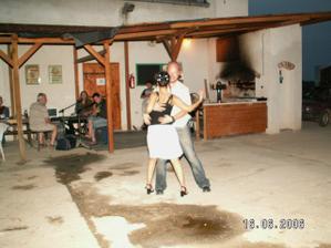 stále tančíme