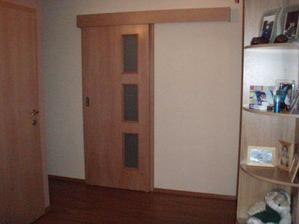 posuvné dveře na stěnu,jen nebudou prosklené
