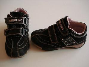 botičky pro Nikyho,jsou trochu špinavé,znáte děti...