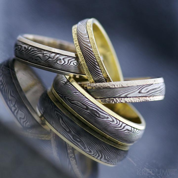 MY wedding in peony and peach - Snubní prsteny Hynek Kalista - damašek X zlato   18tis.včetně gravírování za 2ks