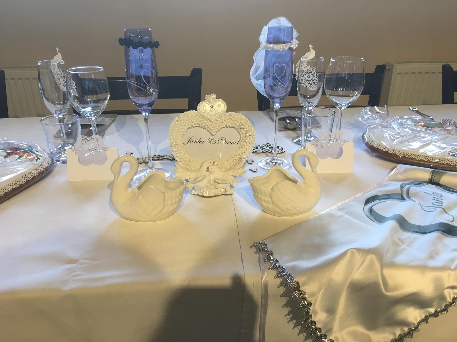 Fotoramik labute ako menovka na stol - Obrázok č. 1