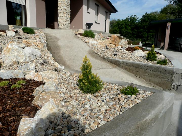 Záhrada s veľkou skalkou - Obrázok č. 4