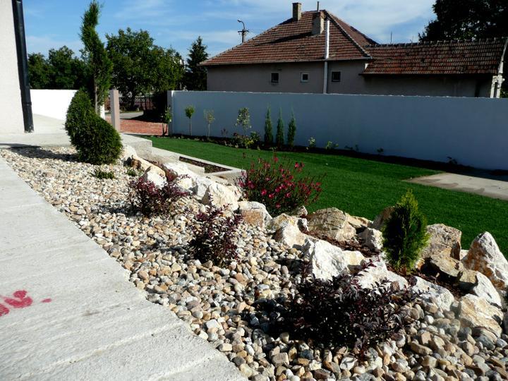 Záhrada s veľkou skalkou - Obrázok č. 12