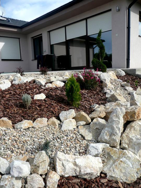 Záhrada s veľkou skalkou - Obrázok č. 13