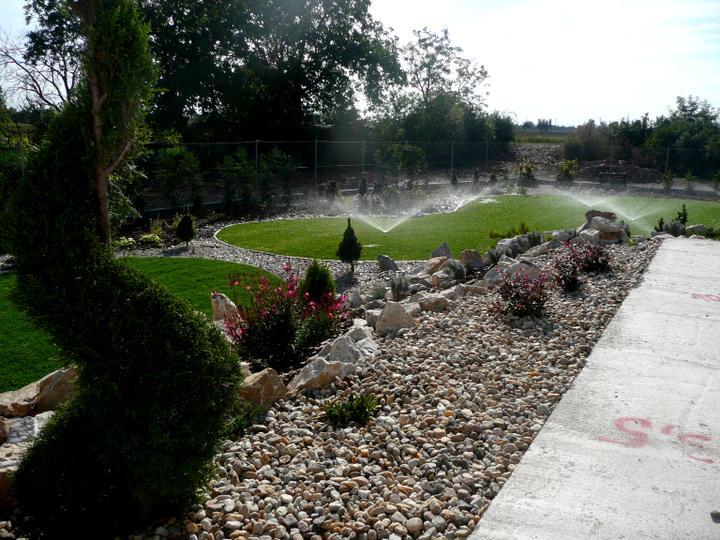 Záhrada s veľkou skalkou - Obrázok č. 18