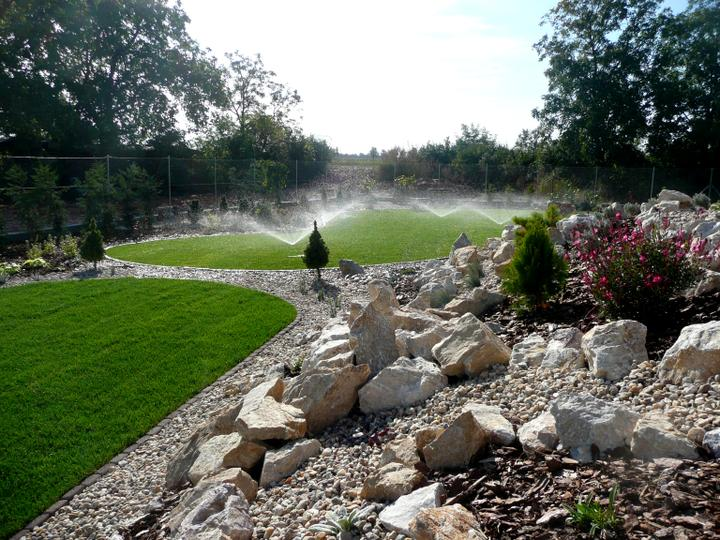 Záhrada s veľkou skalkou - Obrázok č. 19