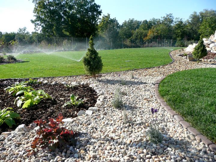 Záhrada s veľkou skalkou - Obrázok č. 20