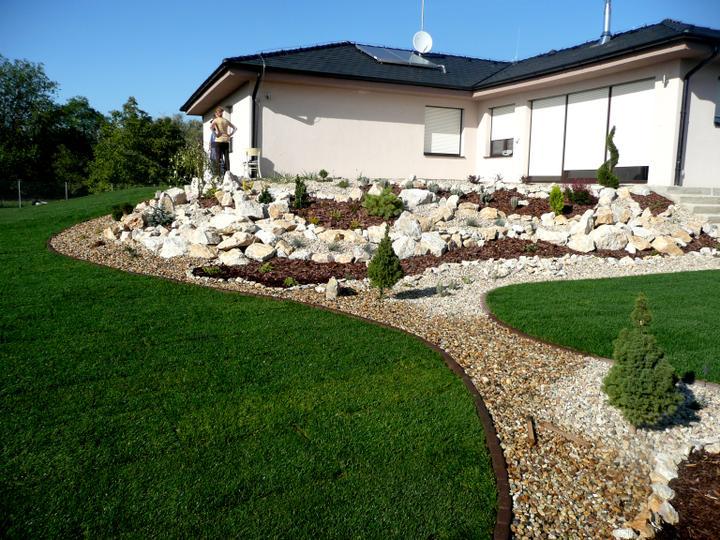 Záhrada s veľkou skalkou - Obrázok č. 25