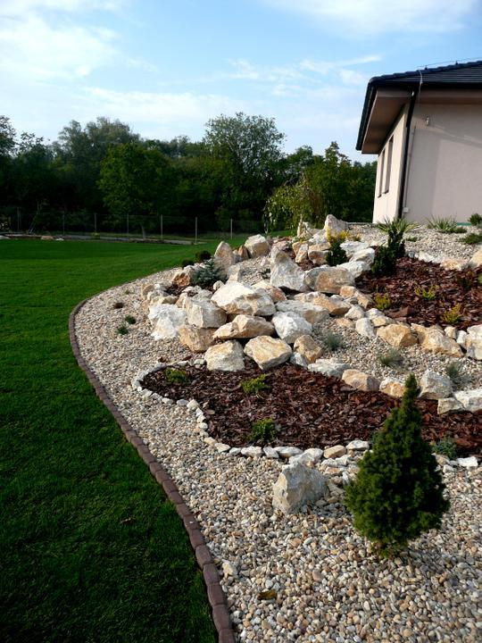 Záhrada s veľkou skalkou - Obrázok č. 28