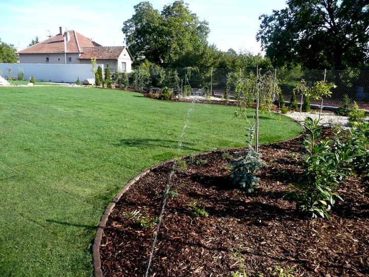 Záhrada s veľkou skalkou - Obrázok č. 33