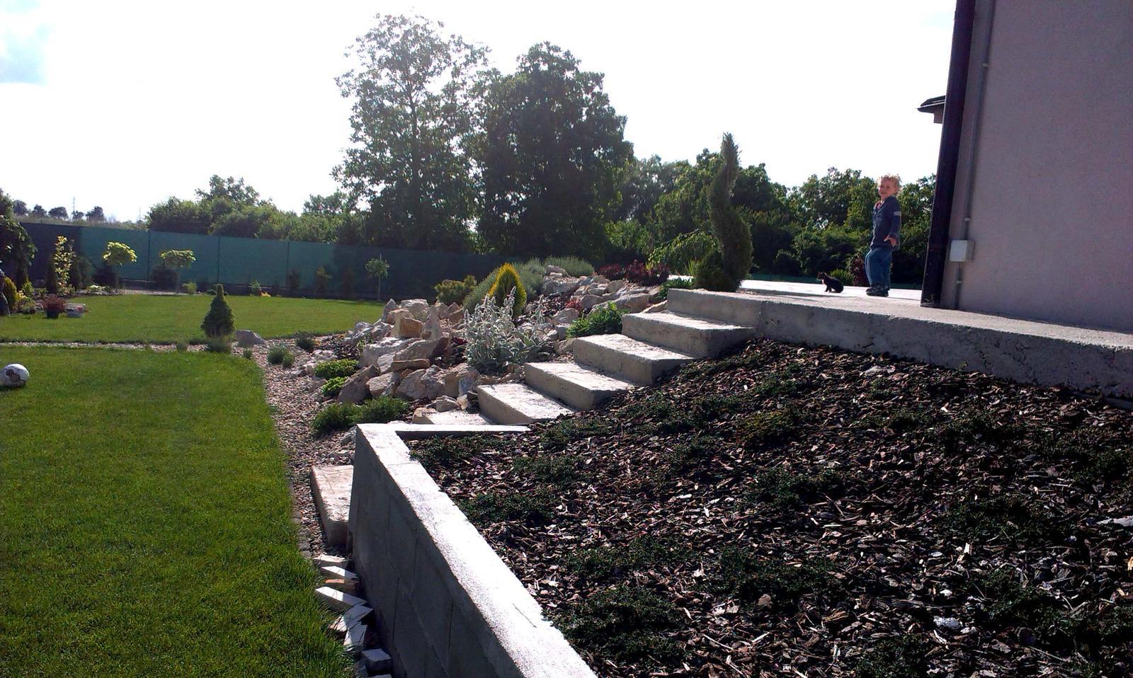 Záhrada s veľkou skalkou - Obrázok č. 35