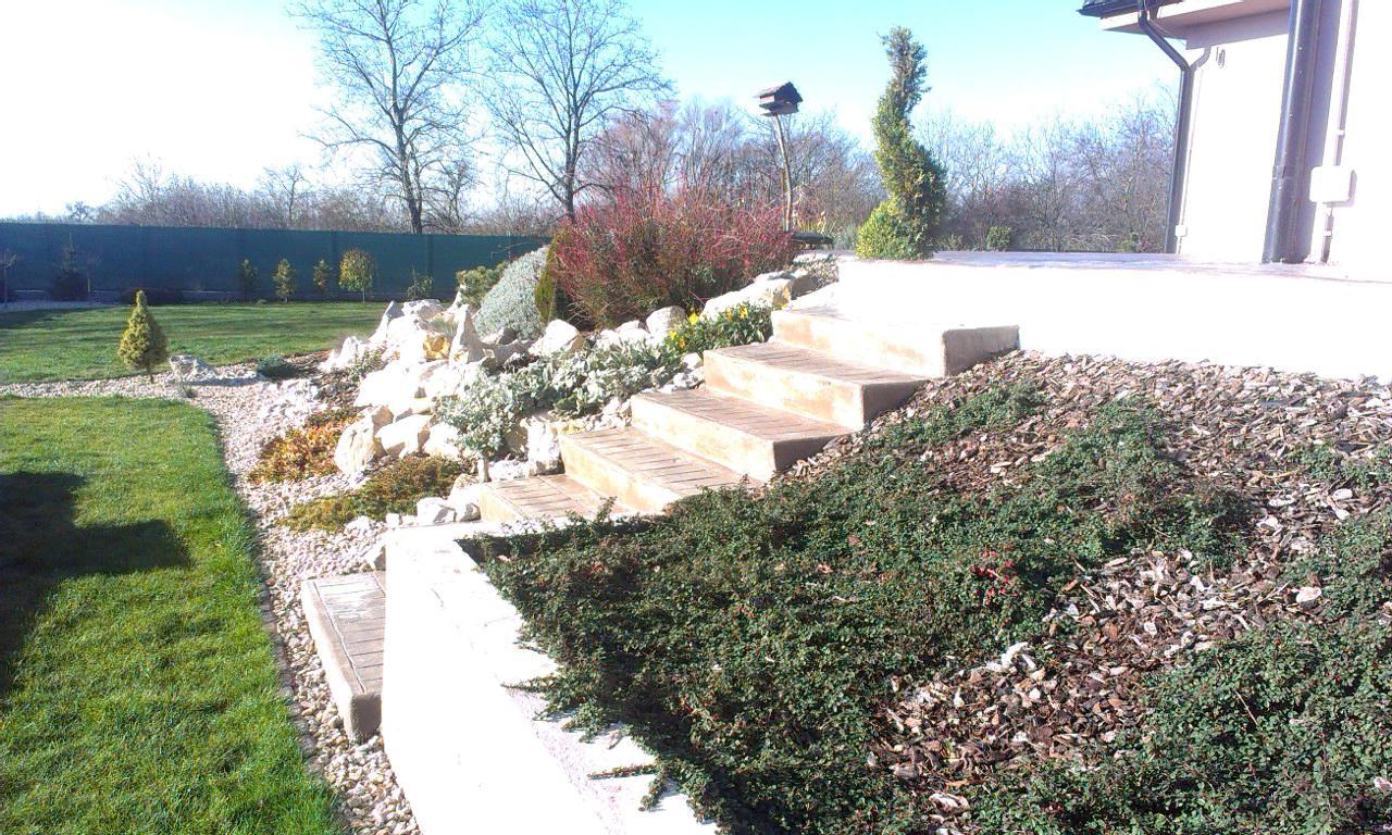Záhrada s veľkou skalkou - Obrázok č. 42
