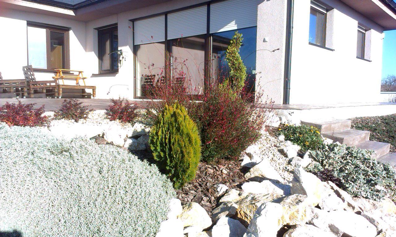 Záhrada s veľkou skalkou - Obrázok č. 43