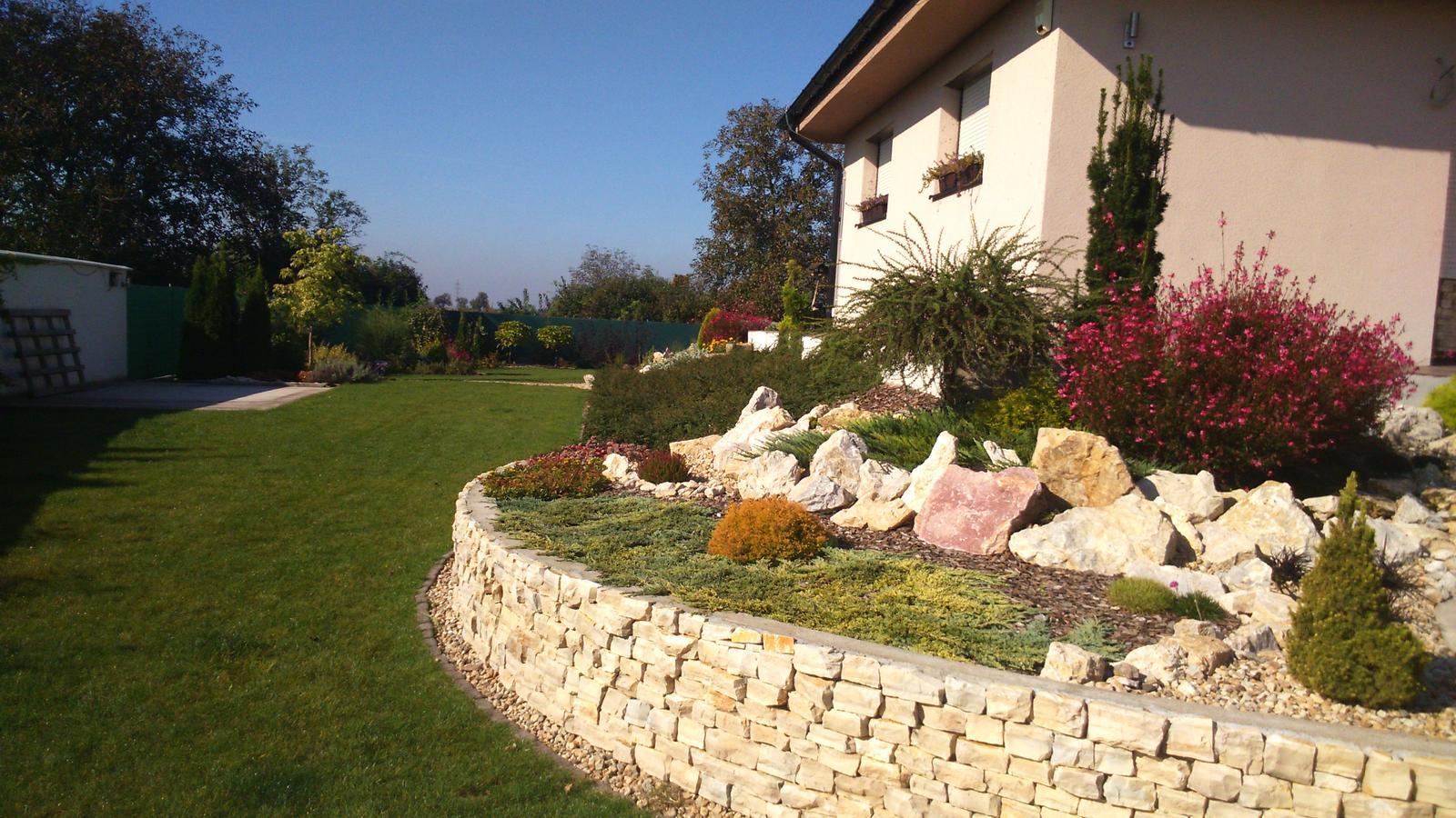Záhrada s veľkou skalkou - Obrázok č. 47