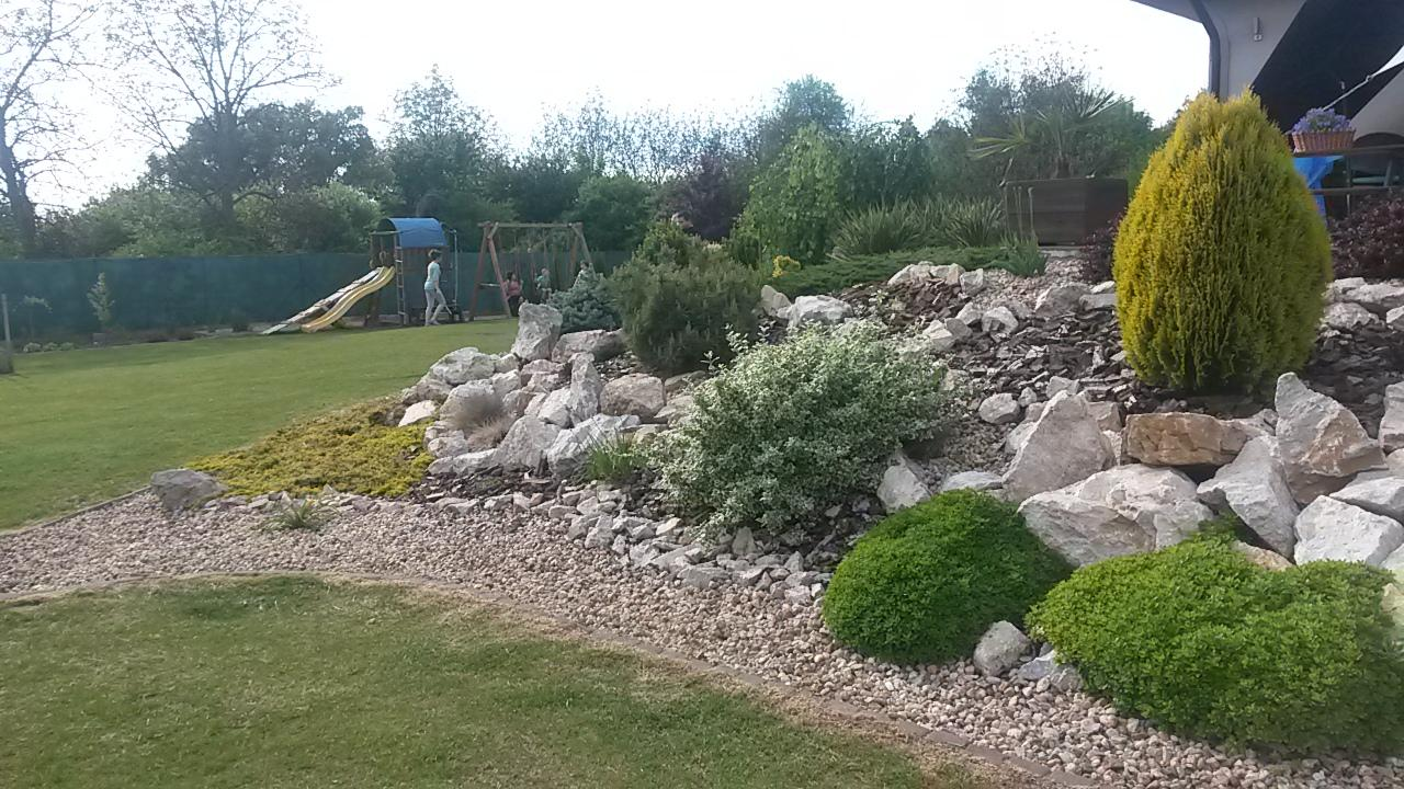 Záhrada s veľkou skalkou - Obrázok č. 56
