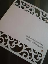 naše ozámka ..dopasované k lampičkám na stoloch ..v podobnom štýle aj menu karty a program
