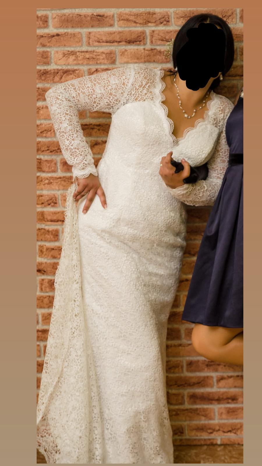 Čipkované svadobné šaty s vlečkou. - Obrázok č. 1