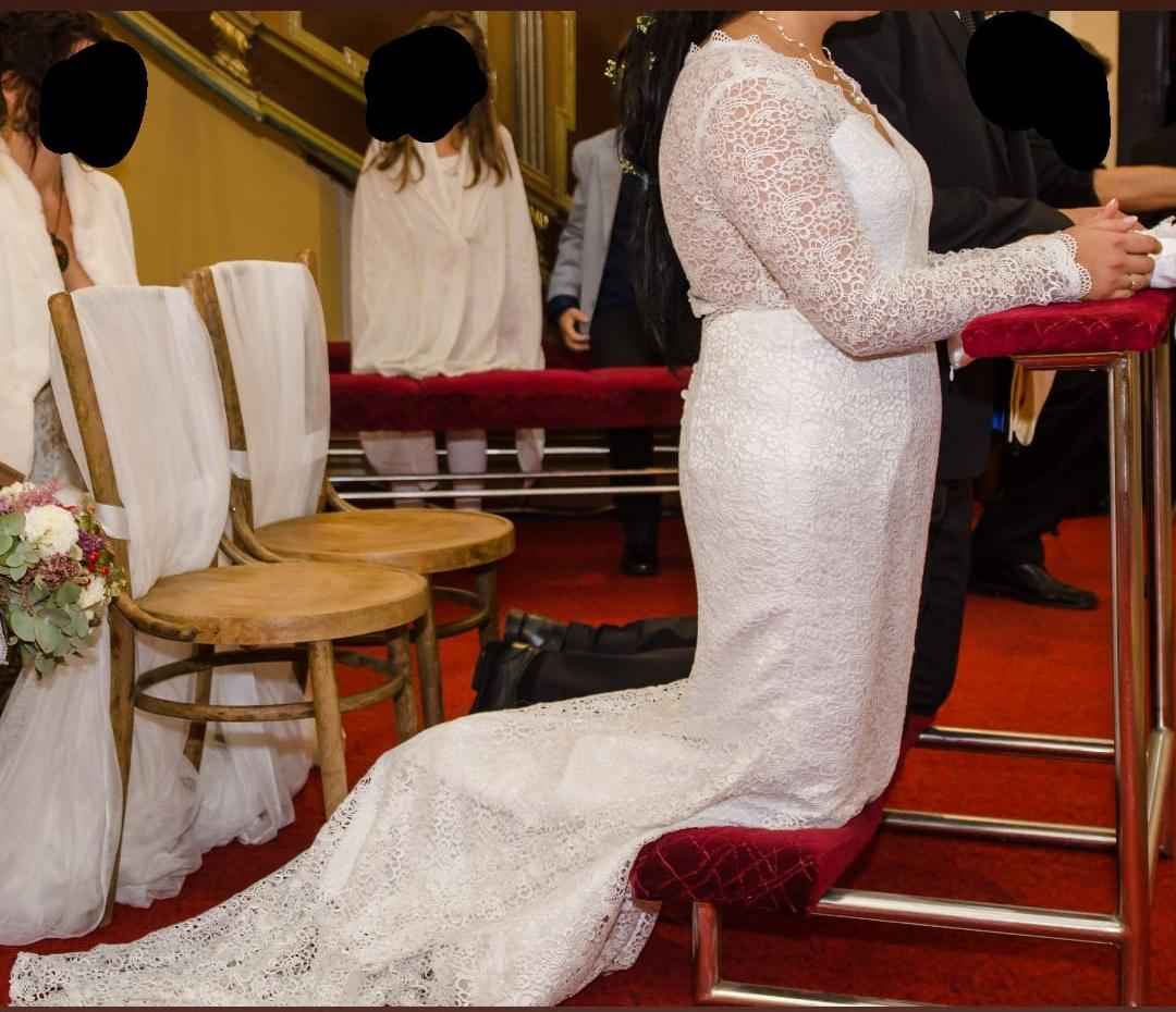 Čipkované svadobné šaty s vlečkou. - Obrázok č. 2