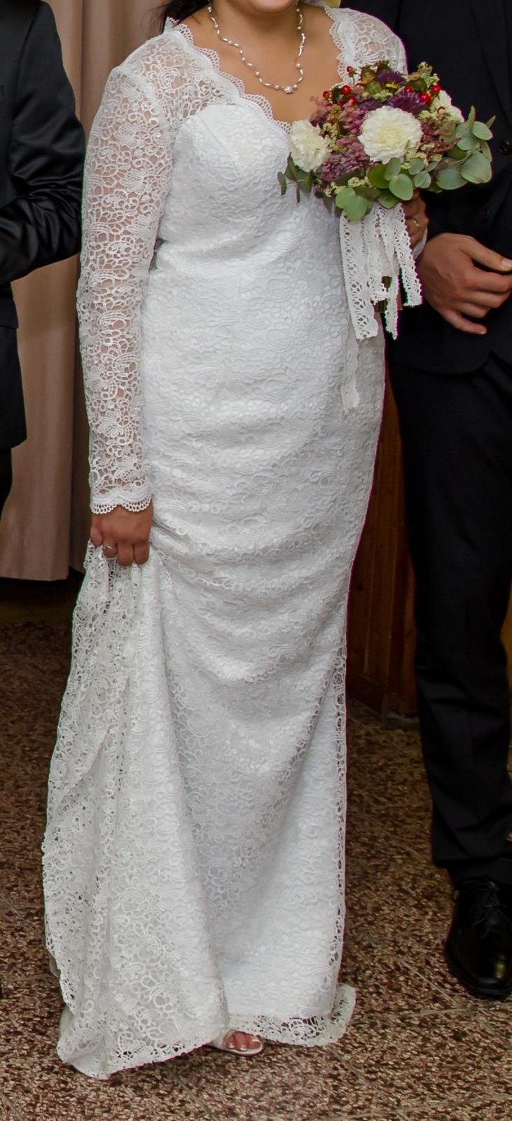 Čipkované svadobné šaty s vlečkou. - Obrázok č. 3