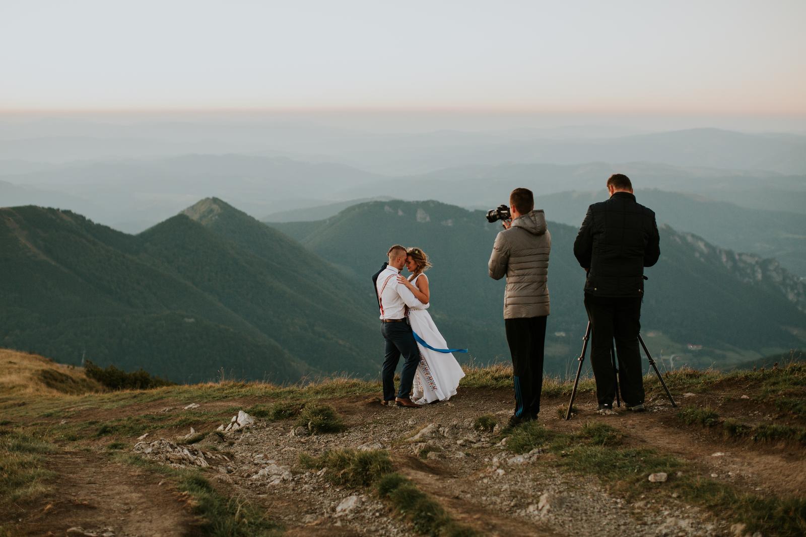 videostudiojarka - Kamerovanie pri západe slnka na Chlebe. Domov sa išlo 1,5 hodiny po tme. Čo by sme nespravili pre super zábery